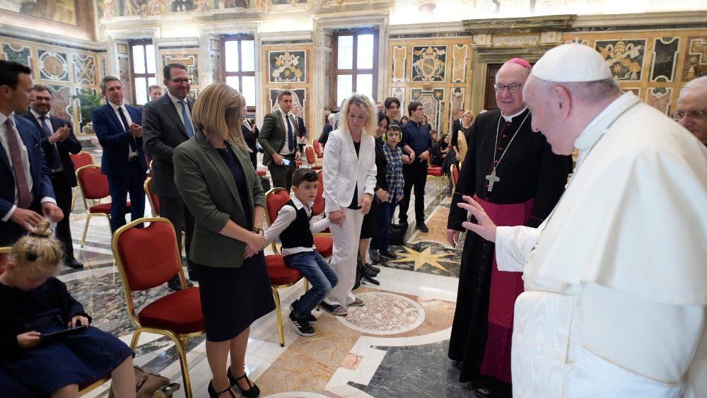 Foto: Papa Francesco: Agli occhi di Dio ognuno brilla di una bellezza unica